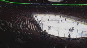 Canucks finally welcome fans back to Rogers Arena (01:42)
