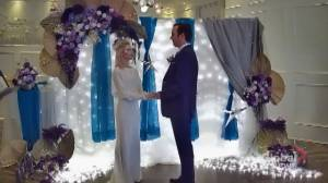 Coronavirus: Calgary couple gets creative with drive-in Zoom wedding (01:55)