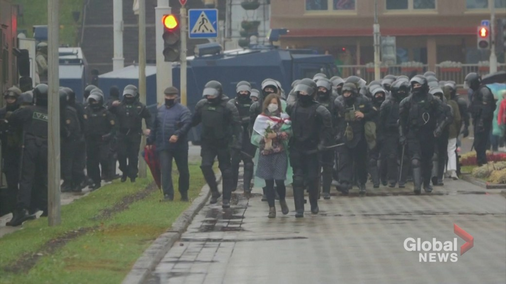 Click to play video 'Dozens detained in Belarus after clashes with police'
