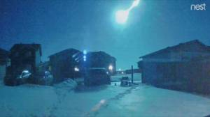Meteor lights up Alberta sky (00:47)
