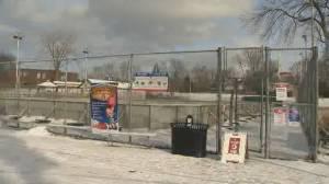 Coronavirus: Beaconsfield bans outdoor ice hockey (01:57)
