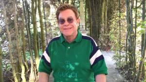 Elton John reschedules tour to 2022 (00:58)