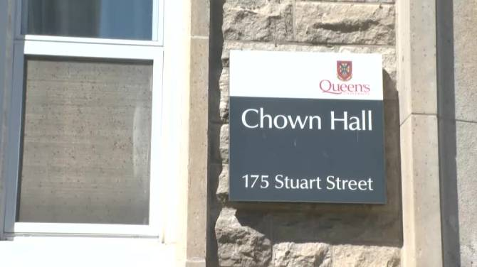 Click to play video: Queen's University announces another COVID-19 outbreak at two residences