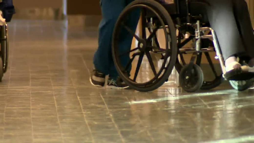 Click to play video: 'Embattled Manitoba care home up to standards, accepting new residents, province says'