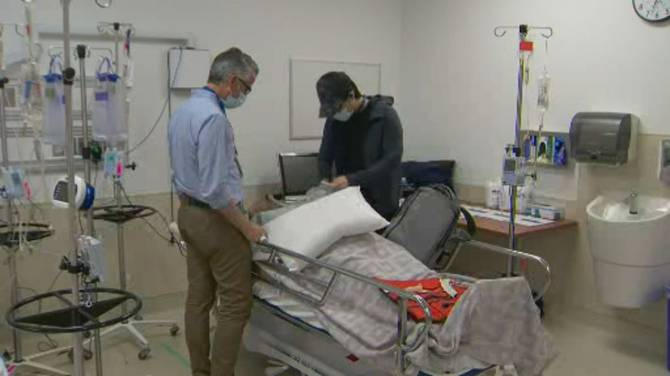 Click to play video: Toronto hospital trains doctors as ICU nurses to solve staff shortage