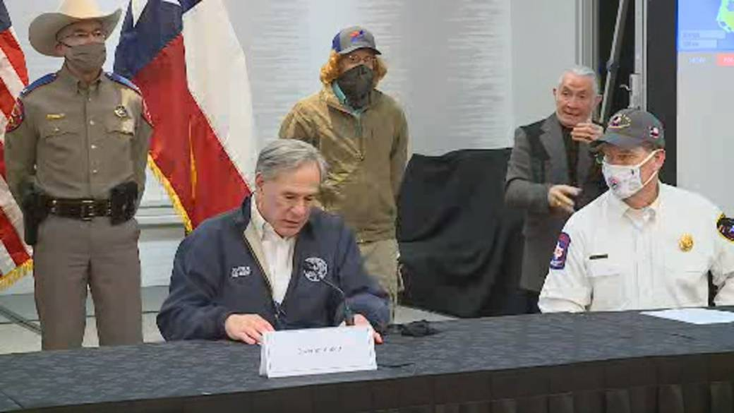 Click to play video 'Texas storm: Governor warns cold temperatures to continue, says 1.2 million households have power restored'
