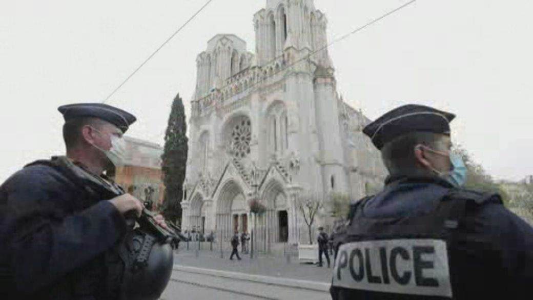 Click to play video '3 people killed in suspected terrorist attack in France'