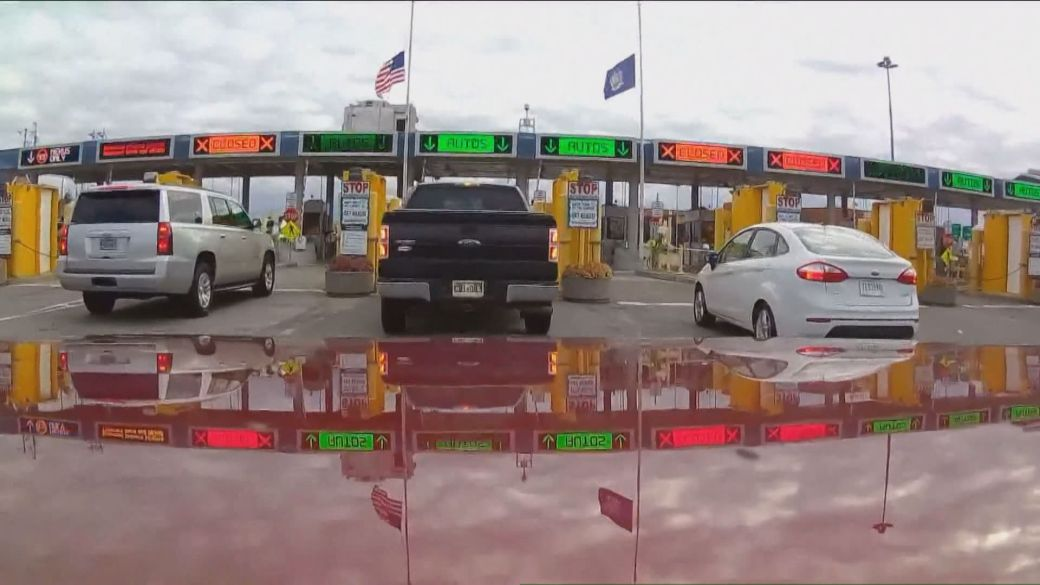 Click to play video: 'USA lifts land border with Canada with some caveats'