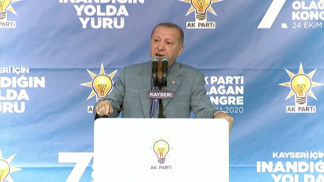 Click to play video 'Turkey's Erdogan says Macron 'needs treatment on the mental level' over attitude to Muslims'