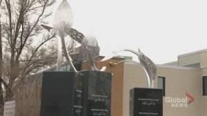 Memorial at Quebec City mosque unveiled to commemorate deceased (01:47)