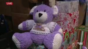 Edmonton woman knits Christmas teddy bears for Global's Give Me Shelter campaign