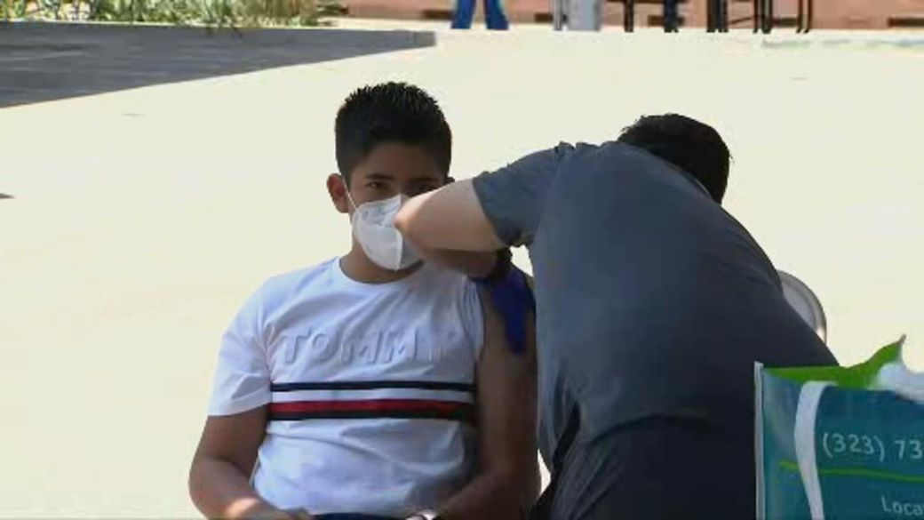 Click to play video: 'U.S. sees COVID-19 resurgence as country's vaccination effort lags'