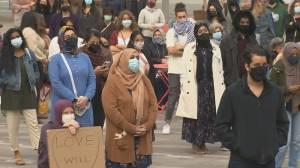 Vancouver vigil honours Ontario Muslim family killed in attack (01:05)