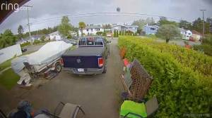 B.C. family runs to safety when toronado touches down in backyard