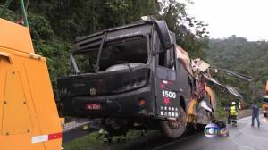 Authorities respond after passenger bus careens off roadway in Brazil (00:35)