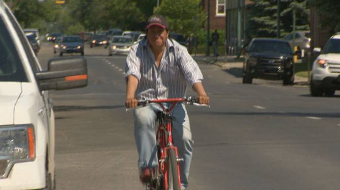 Click to play video: Regina city council considering fines for drivers passing cyclists at high speeds