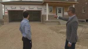 Canadian employers offering incentives for workers amid labour shortage (02:00)