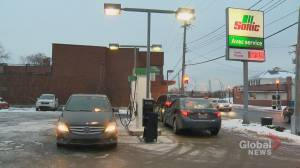 West Island drivers gas up after Bo Pelouse closure hits Pointe-Claire gas station