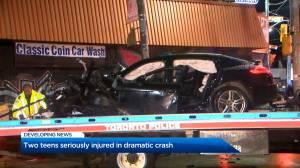 4 teens injured after crash involving Porsche in Toronto (00:28)