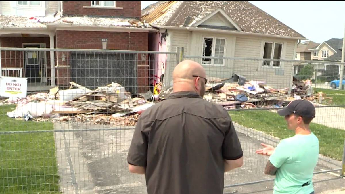Click to play video: 'Community response effort continues following tornado in Barrie'