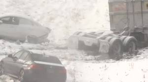 1 dead near Brockville, 30-vehicle pileup near Napanee in blinding Hwy 401 snow squalls (01:12)