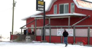 COVID-19: Rural Alberta businesses open for in-person dining despite restrictions (02:12)