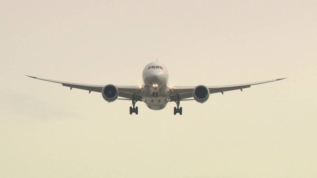 Click to play video 'Coronavirus: Airline passengers now required to show negative test results'
