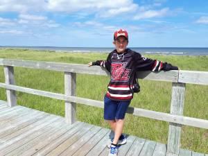 Community rallies to help 15-year-old Peterborough hockey player battling leukemia (02:51)