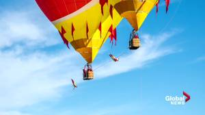 Quebec duo sets world record after performing jumps from hot-air balloons (00:33)