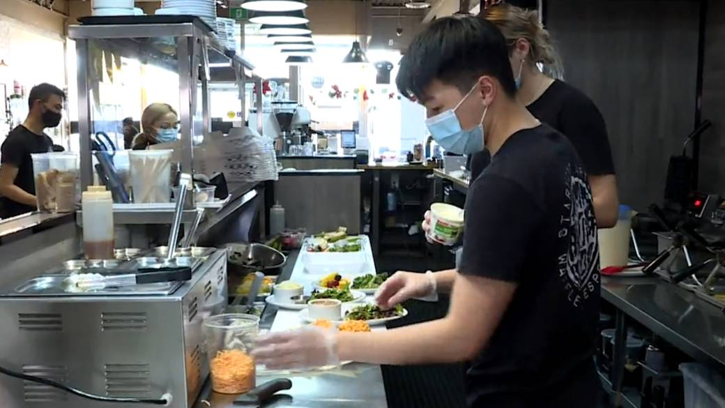 Click to play video 'COVID-19 restrictions ease in York Region giving boost to restaurant industry'