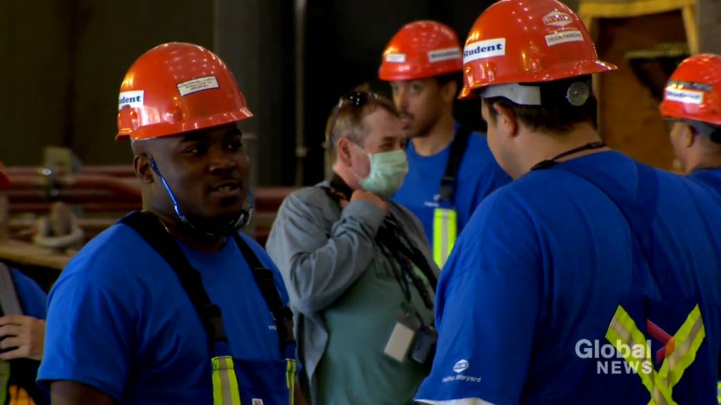 Click to play video 'Irving shipyard hosts graduation ceremony for 20 students'