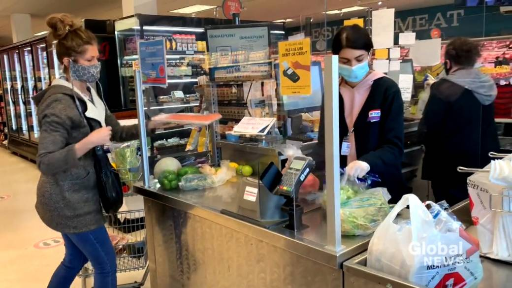 Click to play video 'Businesses, shoppers adapt to new mandatory masks policy in indoor places'