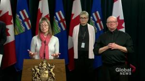 Hinshaw asks Albertans to remind people that 'staying home saves lives'