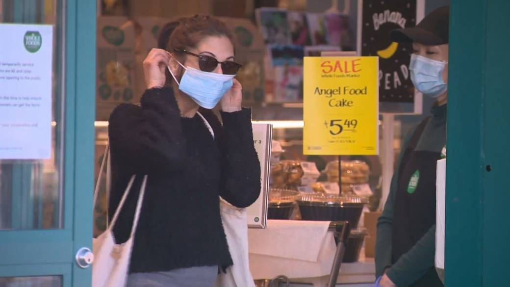 Click to play video: 'B.C. brings back mask mandate as COVID cases soar'