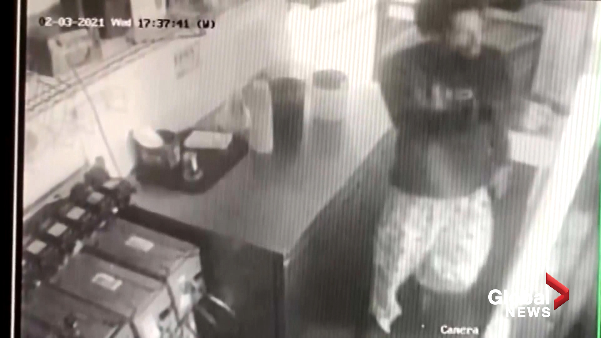 Man Robs Roscoe's House of Chicken and Waffles at Gunpoint For Chicken!?  [VIDEO]