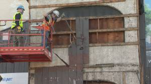 Pointe-Claire's Pioneer bar being torn down (01:48)