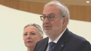 Coronavirus: Quebec politicians face backlash as they return from vacations abroad (02:18)