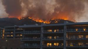 Skaha Creek wildfire balloons to 200 hectares (01:47)