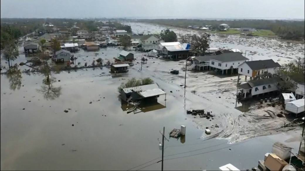 Click to play video: 'Hurricane Ida: Parts of US northeast cleanup, as national guard helps Louisiana residents'