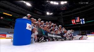 World Juniors: Team USA poses for gold medal photo next to trash can with Hockey Canada logo on it (00:50)