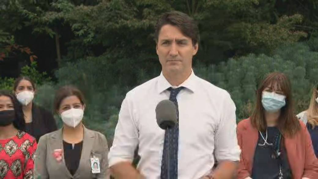 Click to play video: 'Canada election: Trudeau says he would would make it crime to block hospitals, intimidate health-care workers'