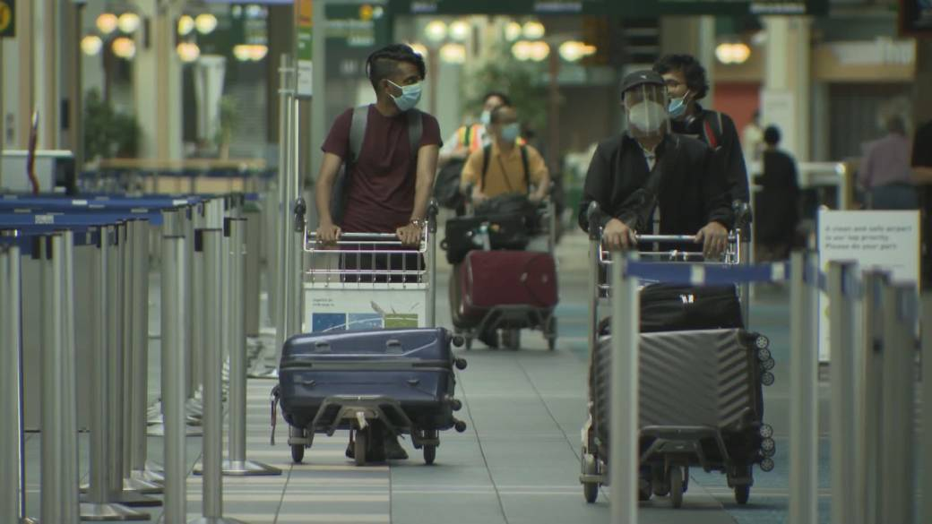 Click to play video: 'Mandatory quarantine rules for Canadian travellers are about to change'