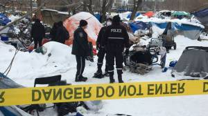 Camp Pekiwewin closed as police and city crews move in to clean up Rossdale encampment (02:14)