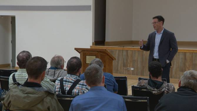 Alberta justice minister stops in Fort Macleod on province-wide tour discussing rural crime