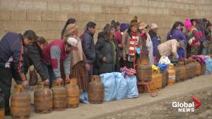 Long lines for gas in Bolivia amid ongoing protests