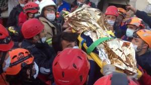 Turkey-Greece earthquake: Footage shows dramatic rescues from rubble as death toll climbs to 28 (03:30)