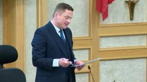 Facing resignation, Darren Hill leaves future on Saskatoon city council up to colleagues (01:27)