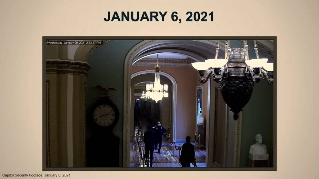 Click to play video 'Trump impeachment: House Democrats show security footage of initial Jan. 6 Capitol breach'
