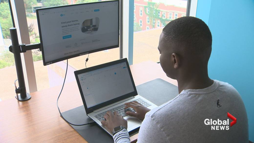 Click to play video: 'University students create app to help others find housing while attending college'