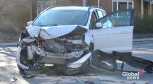 SUV collides with flatbed truck in Peterborough (00:44)